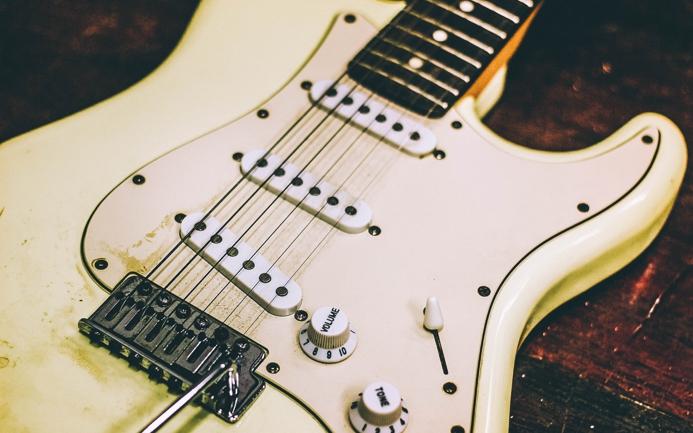 Дизайнер музыкальных инструментов: декоративно-прикладное искусство