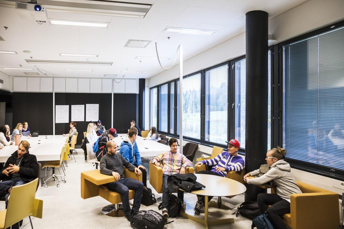 Туризм и планирование мероприятий на английском в университете Хаага Хелия