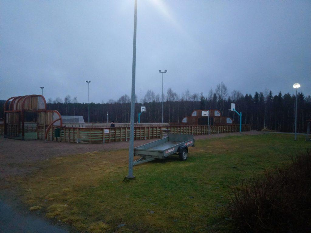 Вид на спортивную площадку