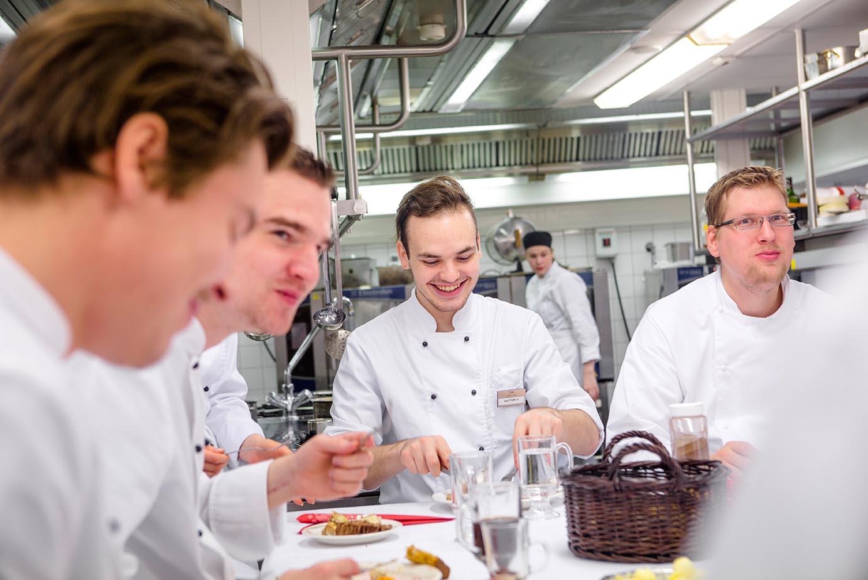 ресторанный повар бесплатно на английском в финском колледже Вантаа